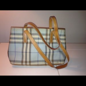 Small Burberry purse.